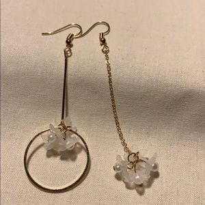 Jewelry - 🌻New Flower pearl and gold earrings